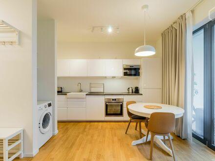 Modernes Apartment mit begehbarem Kleiderschrank und Balkon | Modern apartment in trendy district with balcony and walk in…
