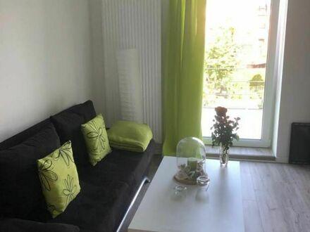 Schöne 1,5 Zimmer - Wohnküche, Schlafzimmer, Bad in Stammheim nahe Hauptbahnhof   Beautiful 1.5 rooms - kitchen-living room,…