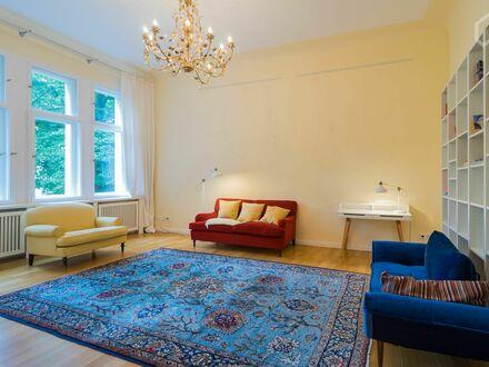 Top sanierte Altbauwohnung mit exklusiver Ausstattung und Balkon | Completely refurbished apartment with exclusive interior…