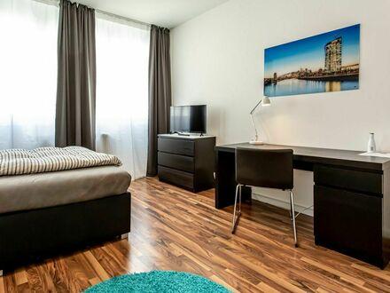 Modern möbliertes 5 Zimmer City Apartment mit Küche, WLAN nahe Bankenviertel | Modern, fully furnished 5 room city apartment…
