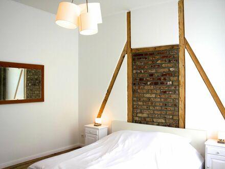 Stilvolle und stylische Zwei-Zimmer-Altbauwohnung im Essener Süden mit Service   Modern home in Essen - weekly cleaning