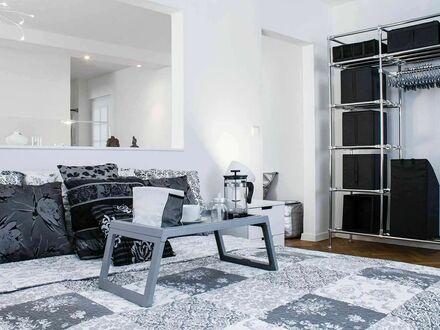 Ruhige, helle 2-Zimmer-Wohnung mit großem Balkon im Herzen von Stuttgart | Wonderful apartment with a balcony in Stuttgart