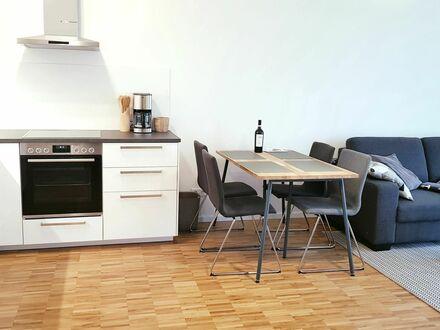 Modernes 2-Zimmer Designer Apartment - Neubau - zentral - voll möbiliert   Modern 2-room designer apartment - new construction…