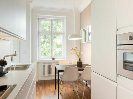 Grosse, helle und exklusive 4-Raum Wohnung zentral in Friedrichshain | Beautiful, modern and central Apartment