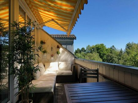 Dachgeschosswohnung in verkehrsgünstiger und ruhiger Lage | Penthouse apartment in a quiet and convenient location