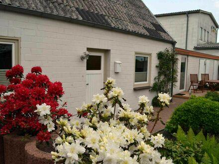 ***Ferienhaus, beste Lage direkt am Stadtstrand Eckernförde, Südgrundstück mit Garten   Gorgeous, cozy apartment located…