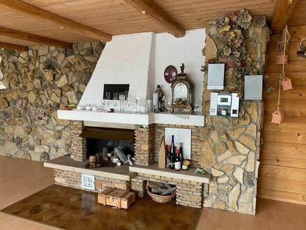 Attraktive 5-Raum-Wohnung möbliert mit Einbauküche, Kamin, Sauna und Balkon in Tapfheim | Attractive 5-room apartment f…