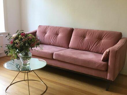 Charmante& ruhige Altbau Wohnung in Top-Lage   Spacious, modern home in quiet street