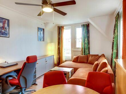 Möblierte 3-Zi-Altbauwohnung, 80 m², mit Wintergarten, zentrale Lage in Stuttgart | Furnished cozy 3-bedroom-home, 80m²,…