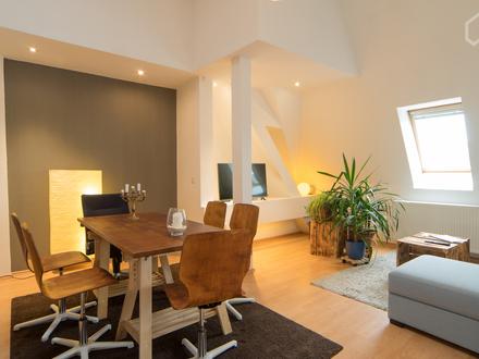 Moderne Dachgeschosswohnung über den Dächern Berlins (ca. 85m2) | Quiet apartment in vibrant neighbourhood