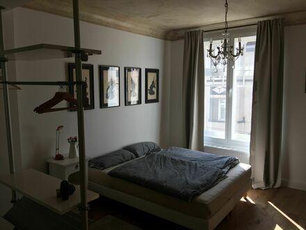 Ab sofort! Schöne 30 QM- Wohnung im frisch sanierten, denkmalgeschütztem Altbau | From now on! Pretty 30sqm-flat in an recently…
