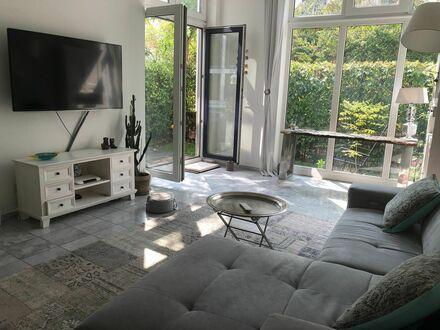 Ruhige helle Designerwohnung modern ausgestattet mit Garten und Terasse zentral gelegen (Köln) | Modern spacious designer…