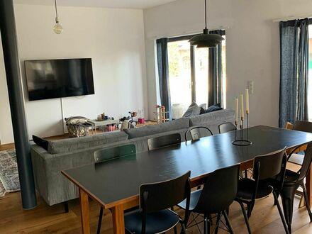 Stylishe 3-Zimmer-Wohnung auf einem alten Gutshof   Stylish 3-room-apartment on an old farm estate