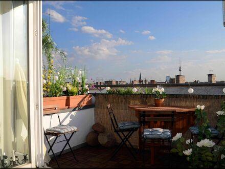Helle & großartige Wohnung mit schöner Aussicht / Über den Dächern Berlin mit Lift | Gorgeous, bright apartment conveniently…