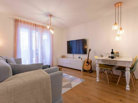 Neues, feinstes Studio mit großer Garten-Lounge   Gorgeous and lovely flat with huge gardenlounge