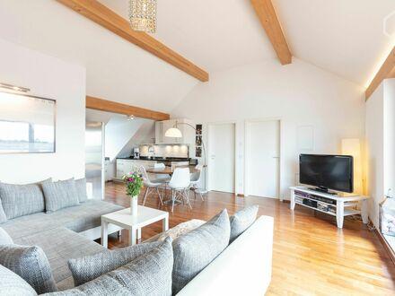 Traumhafte Dachgeschosswohnung mit Alpenpanorama | Nice apartment in popular area (München)