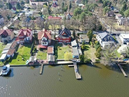 Großzügige Wohnung in luxuriöser Villa mit Seezugang | Spacious apartment in luxurious villa with lake access