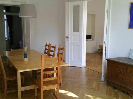 Repräsentativer vollmodernisierter Altbau im Herzen Westberlins   Centrally situated modern flat. Cosy, modern, light, spacey.