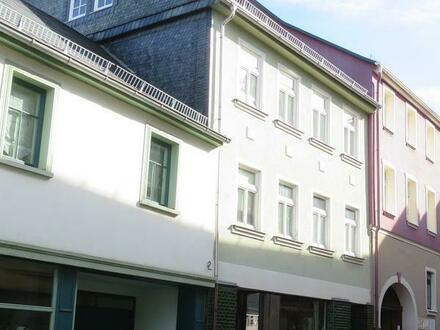 Renoviertes Stadthaus mit süßer Dachwohnung