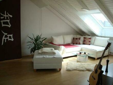 Für Single eine super schöne, helle Dachgeschosswohnung in Hürth