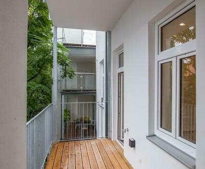 ERSTBEZUG: Altbauwohnung mit Balkon nächst Volksoper/AKH
