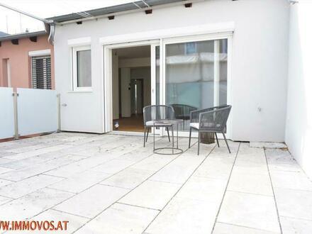 Wien-Dependance für Anspruchsvolle: 3 Zimmer DG-Komfort-Erstbezug mit 30 m2 !! Hofterrasse auf einer Ebene