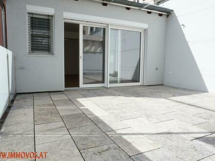 Traumhafter DG-Erstbezug mit hofseitiger 30 m2 !! Terrasse - 3 Zimmer und alles auf 1er Ebene