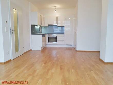 Zweitbezug! Top Zustand! moderne 2-Zimmer DG-Wohnung *U3 vor der Tür!