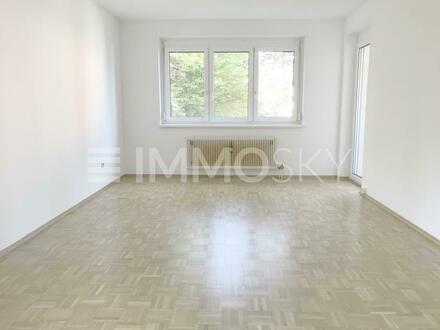 RUHELAGE: Sonnige Wohnung mit BALKON.