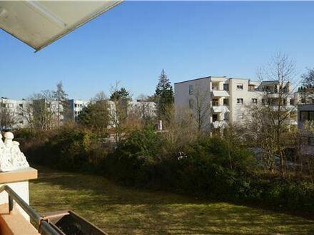 REMAX - Keine Käuferprovision! 4 Zimmer – 2 x Südbalkone – Aufzug im Haus – ruhige Waldrandlage