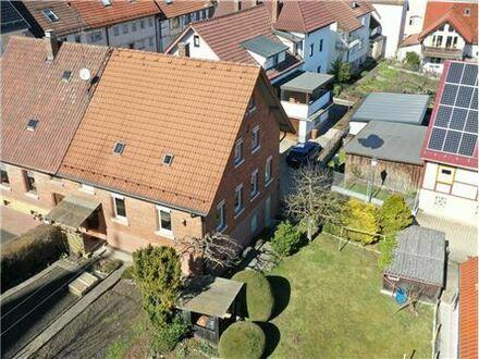 REMAX - Keine Käuferprovision! Doppelhaushälfte mit charmanter Architektur– schöner Garten – ruhige Lage