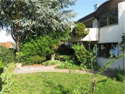 REMAX - * Flachdach-Reihenhaus mit Einliegerwohnung und Garten*