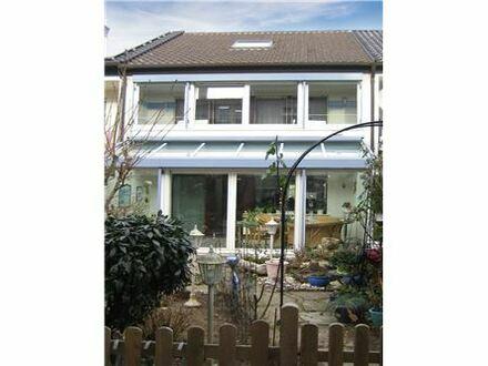 REMAX - Gepflegtes Einfamilien-Reihenmittelhaus mit Wintergarten für die ganze Familie