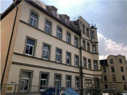REMAX - Erdgeschoß-Gewerbeeinheit in einem Mehrgeschossigen Wohngebäude