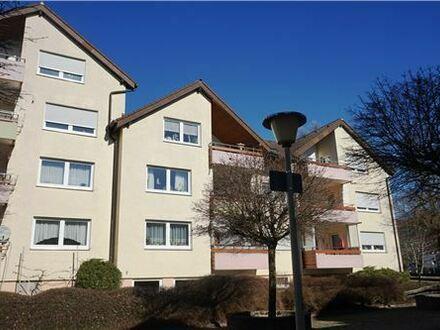 REMAX - Keine Käuferprovision! 4 Zimmer – Dachgeschoßwohnung – überdachte Loggia – kleine Wohnanlage