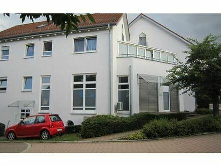 REMAX - 2-Zimmer Wohnung mit Balkon und Stellplatz - Ideale Kapitalanlage!