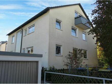 REMAX - 3 Familienhaus in schöner Lage, mit Garten und Garagen