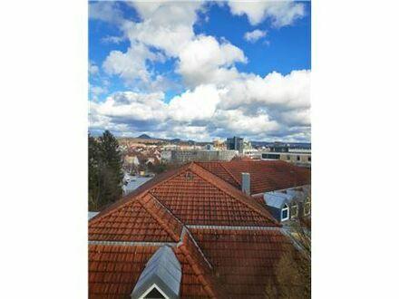 REMAX - Kapitalanleger aufgepasst! Galeriewohnung mit Balkon und Tiefgaragenstellplatz.