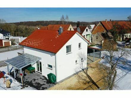 REMAX - Keine Käuferprovision! KFW 70 Einfamilienhaus in ländliche Idylle – Baujahr 2015 - Natur als Nachbar
