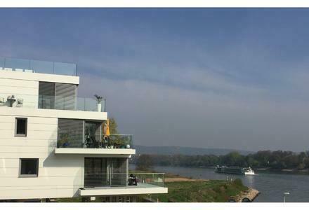 Exklusive, barrierefreie Wohnung mit erstklassigem Rheinblick in ruhiger Wohnlage!