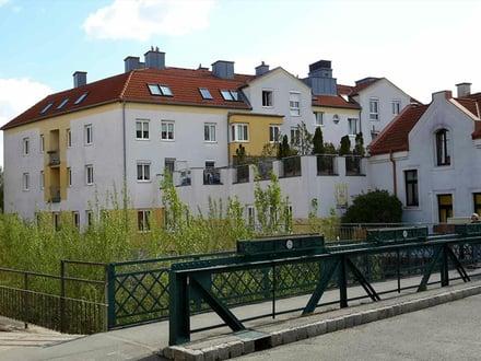 Mödling. Tiefgaragenplatz in zentraler Lage zur Miete.