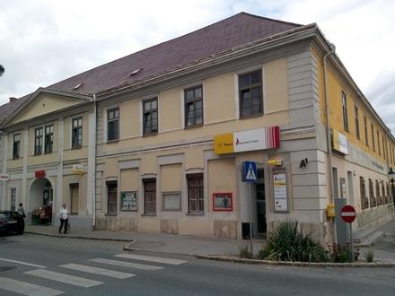 Zweizimmer- Wohnung beim Postamt, erster Stock, hell