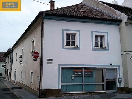 Großes Eckhaus am Hauptplatz: Wohnung & Geschäftslokal