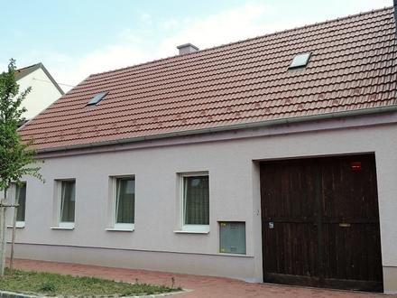 Helles Familienhaus mit Innenhof und großem Obstgarten