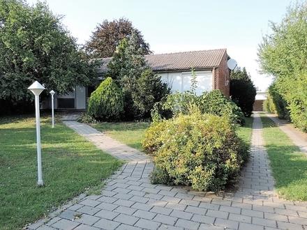 RESERVIERT Bungalow mit 2 Garagen und gepflegtem Garten- Ortsrand