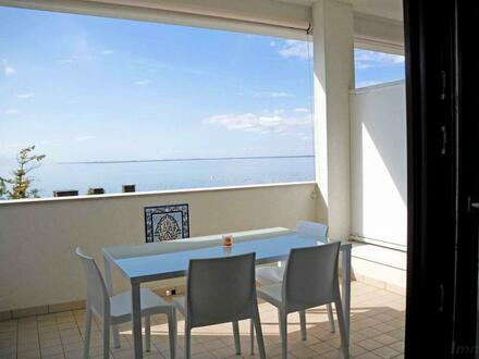 Triest - Charmantes Apartment mit großzügiger Terrasse und privatem Strand | Trieste - Charming apartment with spacious terrace…