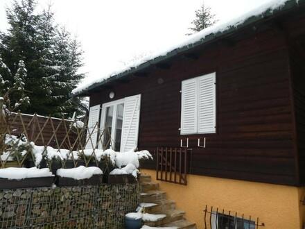 Kleines Wohnhaus mit schönem Grund