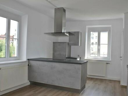 Neu renovierte Wohnung mit Küche in zentraler Lage