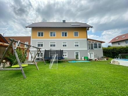 Modernes Mehrfamilienhaus mit großzügigem Garten in sehr ruhiger Siedlungslage