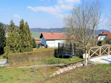 Reihenhaus mit mehreren Gärten und 2 Garagen in Hausruckedt!